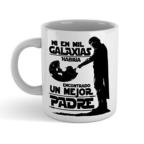 Taza Ni en mil Galaxias habría encontrado un mejor padre STAR WARS Mandalorian - Taza cerámica 350ml - Frase Motivadora Regalo Sopresa Bebé Yoda DIA DEL PADRE o cumpleaños (negra)